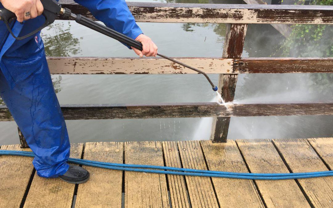Houtwerk reiniging onder gepaste hogedruk voor VSE Schilders