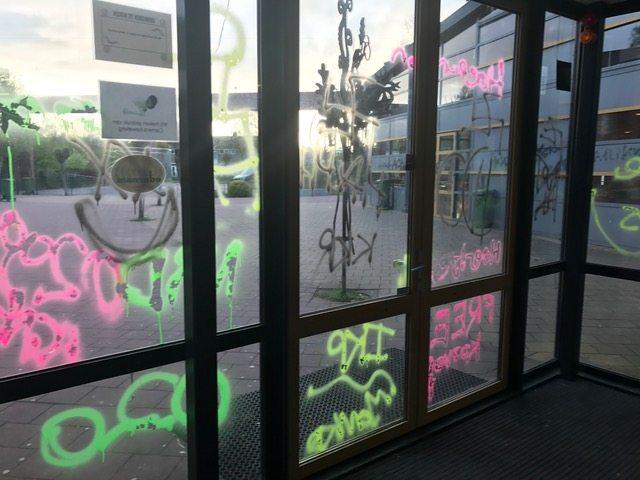 GRAFFITI VERWIJDEREN SCHOOL